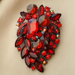 Брошь с цирконами иск. цвет красный, 50*74 мм арт. 5487