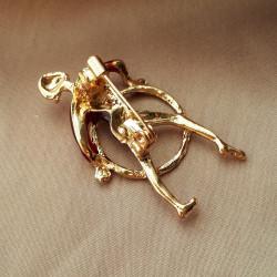 """Брошь """"Гимнастка с обручем"""" цвет красный в золоте, арт.5095/3"""