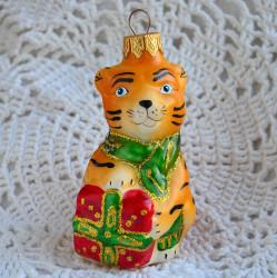 "Елочная игрушка ""Тигр с подарком"" 8см. арт. 6136 ID4752"