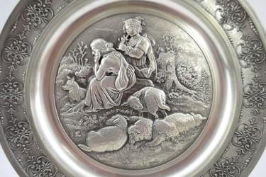 "Тарелка оловянная декоративная ""Пастухи овец"" 22см, арт. 4216"