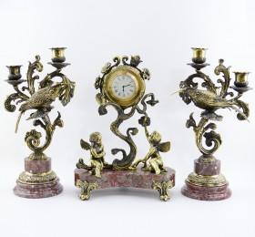 Часы и подсвечники из камня