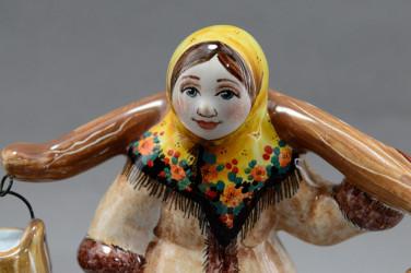 """Фигурка """"Девушка с коромыслом. По воду"""" майолика, арт. 4468"""