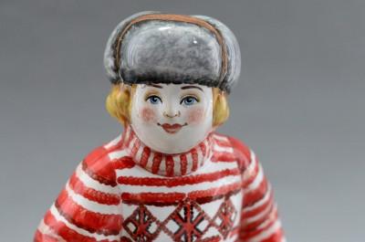 """Фигурка """"Мальчик на лыжах в ушанке"""" майолика, арт. 4481"""
